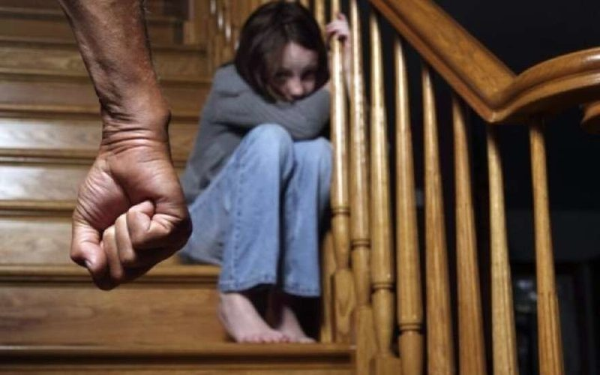 Мужчина устраивал несовершеннолетней дочери сексуальный террор в целях воспитания