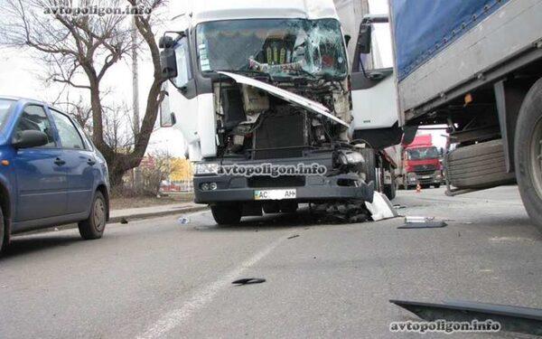 Столкнулись грузовики
