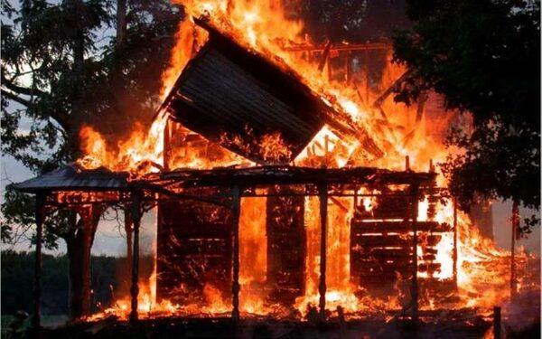 В Воронеже в сгоревшем сарае обнаружен труп неизвестного мужчины