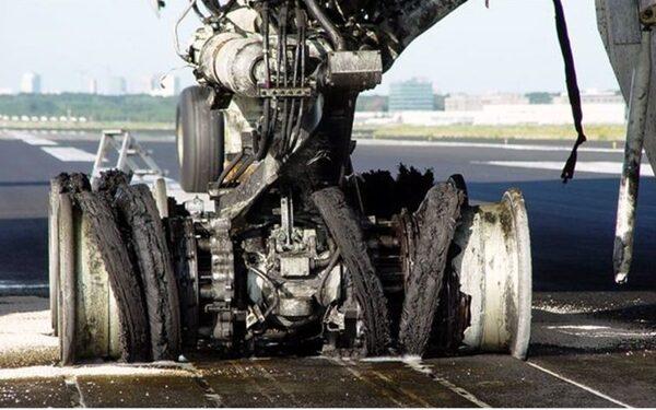 В Курске аварийно приземлился самолет из Петербурга