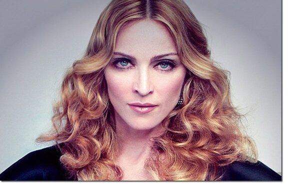 Мадонну обвинили в спекуляции на трагедии в Париже