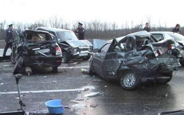 В Курской области в ДТП с четырьмя иномарками погибли три человека, шесть ранены