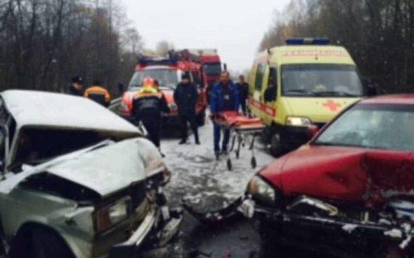 На трассе в Ярославской области смертельное ДТП6 столкнулись четыре автомобиля