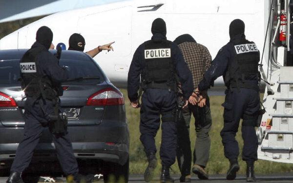 Монпелье заложницы освобождены, преступник сдался властям