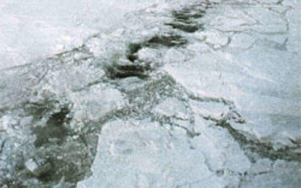 рыбак провалился под лед