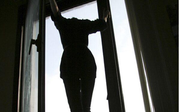 Во Владимире 17-летняя девушка  выпала  с 15-го этажа