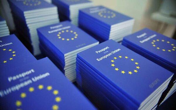 Еврокомиссия предлагает отбирать паспорта у желающих присоединиться к боевикам в Сирии и Ираке