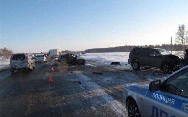 На тракте в Омске водитель «Toyota Land Cruiser» протаранил «ВАЗ-2107», погиб водитель Жигулей