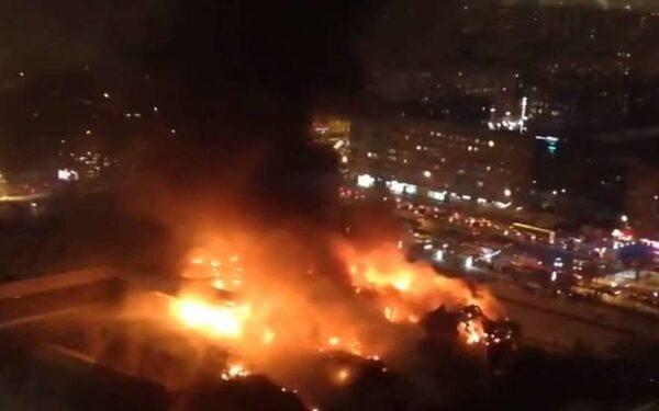 Пожар в библиотеке на Нахимовском проспекте Москвы