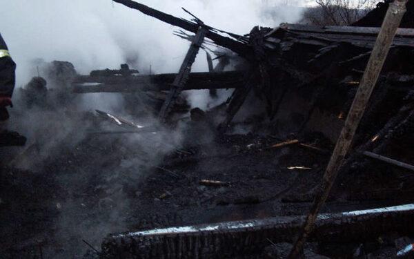 В Оренбургской области сгорела семья из пяти человек в своем доме