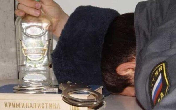 В Воронеже лжеполицейский устроил пьяный маскарад в кафе