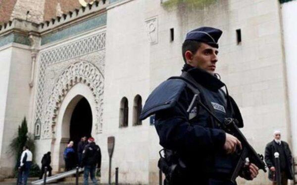 Во Франции учинили допрос над 8-летним школьником из-за его высказывания в поддержку террористов