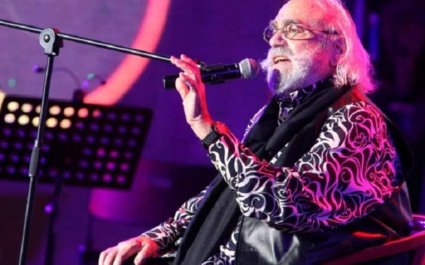 Демис Руссос умер: причина смерти, биография греческого певца и музыканта