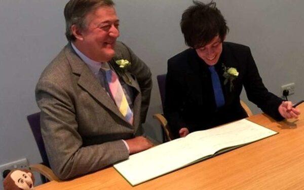 Стивен Фрай женился на молодом бойфренде