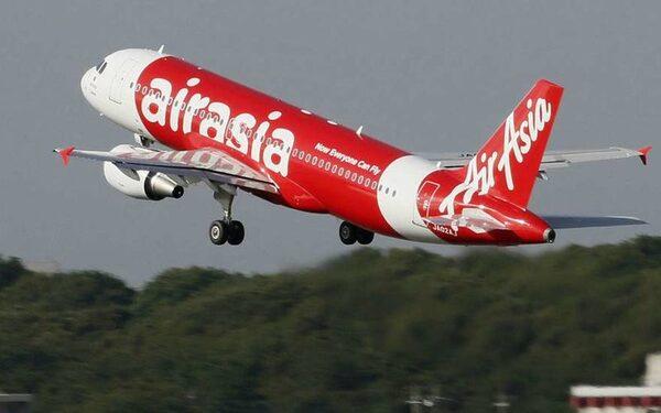 AirAsia лишает лицензии на работу суд, из-за стюардессы, поколечившей пассажирку