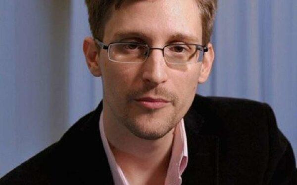 Сноуден: В iPhone есть программа для слежки