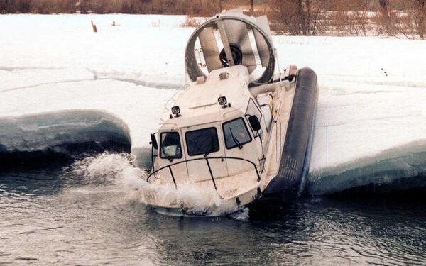 В Самаре рыбака задавило судно на воздушной подушке