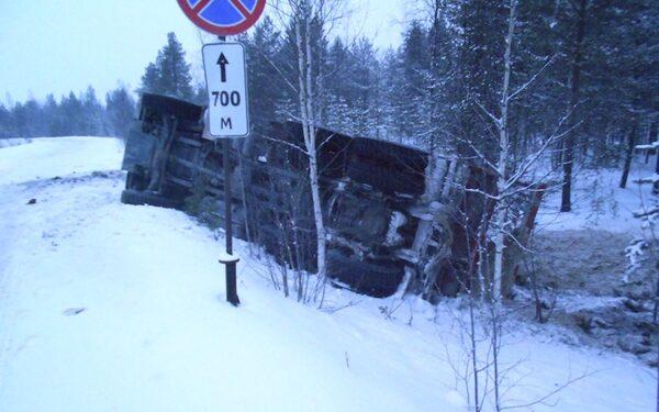 В Архангельской области перевернулся грузовик с тротилом