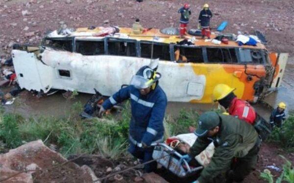 Пассажирский автобус упал с обрыва в Бразилии