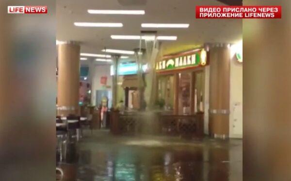 В Москве ТЦ «Золотой Вавилон» закрыли из-за потопа, вода залила кафе, магазины, пострадали посетители ФОТО ВИДЕО