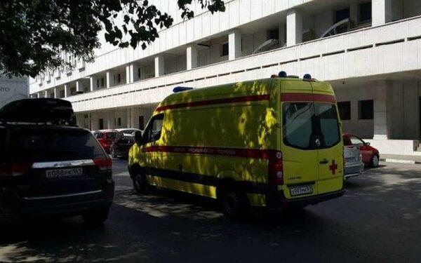 В Санкт-Петербурге столкнулись грузовик и легковой автомобиль, есть жертвы