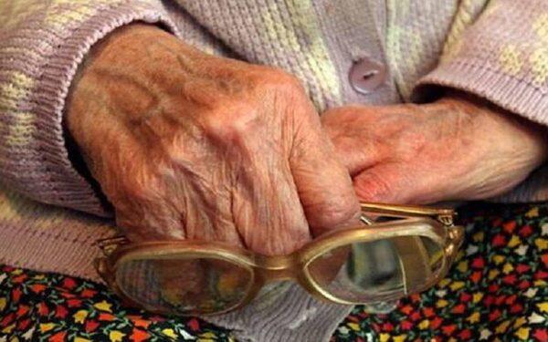 В Саяногорске внечка продала квартиру вместе с бабушкой